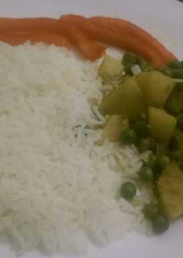 Stewed peas and potatoes served with white rice