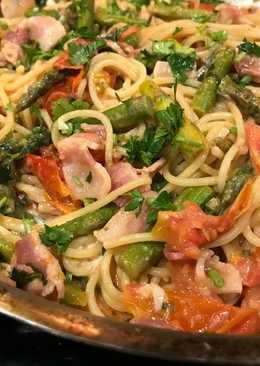 Easy Creamy Bacon, Asparagus, Tomato Pasta with Boursin (or Cream Cheese)