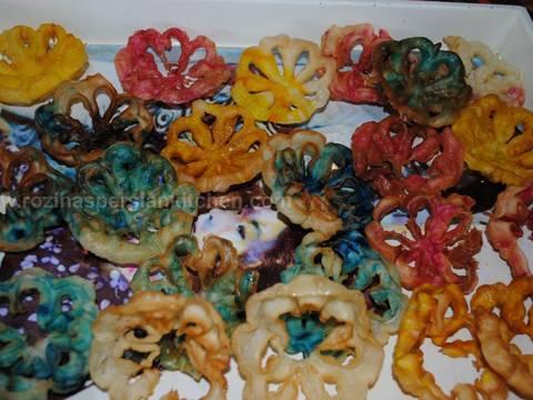 Lotus Flower Cookies Recipe By Rozina Dinaa Cookpad