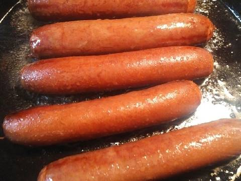 Fry the sausage in oil for 7 minutes turning often.