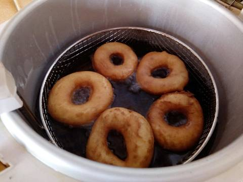 Once well cooked and golden brown, remove from the oil and place in a bowl lined with paper towels to cool. Serve and enjoy.