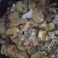 Patatas de guarnición con huevos y jamón