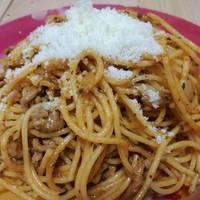 Espaguetis con salsa de tomate y carne picada