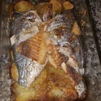 Dorada al horno con patatas panaderas y cebollas asadas🐟🐟
