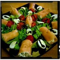 Rollitos de salmón ahumado con gambas y boletus