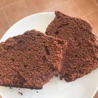 Bizcocho jugoso de chocolate y nata