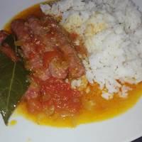 Salchichas frescos en salsa de tomates al aroma de apio