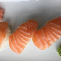 Nigiri-Sushi de Sake y Ebi