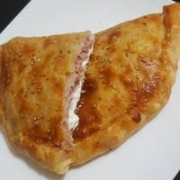 Hojaldre de york y queso con cobertura de pipas de girasol