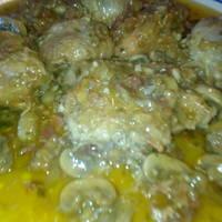 Pollo en salsa con jamón serrano