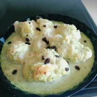 Coliflores con crema de calabacín, pasas y queso