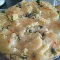 Pastel de brócoli y patatas gratinadas