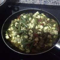 Tofu al curry con verduritas