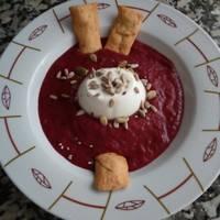 Sopa fría de melocotón y cerezas con queso fresco (receta saludable para diabetes)