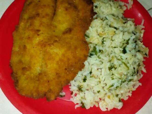 Filete de pescado acompañado de un arroz blanco!!