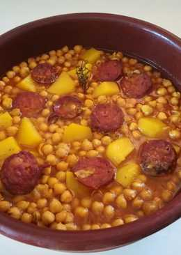 Chorizo con garbanzos a la sidra