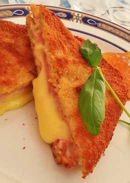 Sándwich mixto empanado
