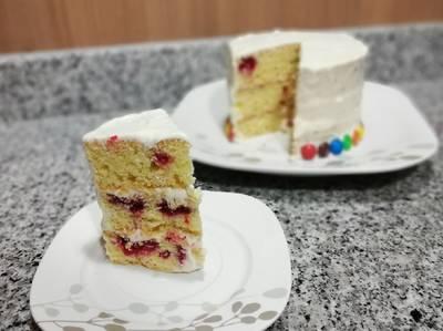 Tarta de Vainilla y Frambuesas con relleno de Queso Crema🍰