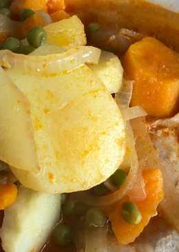 Guisado de pollo, patatas y boniatos