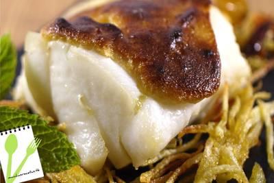 Bacalao confitado con ali-oli y patatas paja