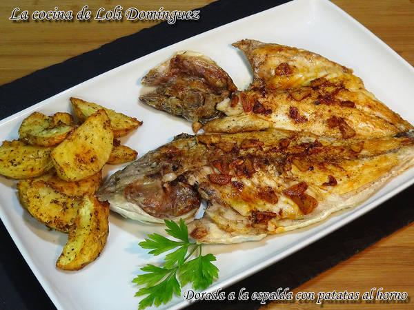 Dorada a la espalda con patatas al horno, fácil y deliciosa