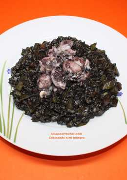 Arroz negro con chopitos