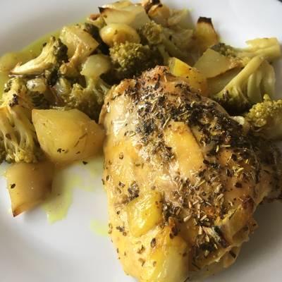 Muslo de pollo con patata y brócoli