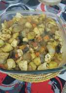 Wok de carne y vegetales con papas