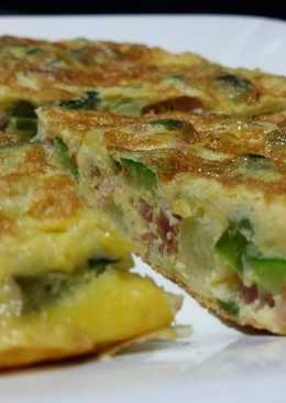 Tortilla de calabacín, espárragos y jamón