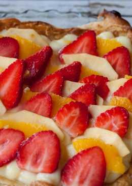 Tarta de hojaldre y crema con frutas
