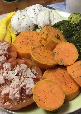 Pollo con brócoli, boniato, pollo y mango