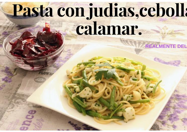 Vermicellini con judías verdes, cebolla y calamar