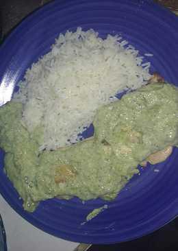 Pollo a la plancha con salsa de brócoli. (Arroz opcional)