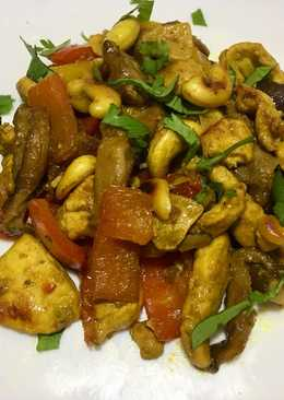 Pollo con shiitake y anacardos al curry