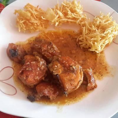 Pollo en salsa de ajo y tomillo