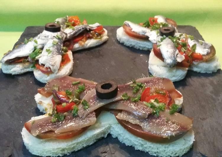 Tostadas de anchoas y sardinas marinadas