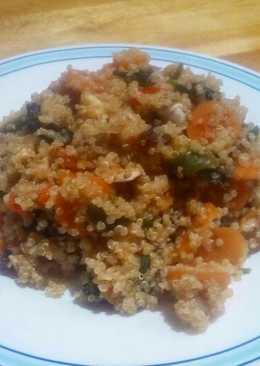 Quinoa con verduras, pasas y nueces