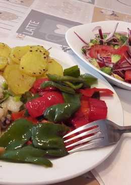 Calamares al ajillo con verduras, patatas y súper ensalada :)