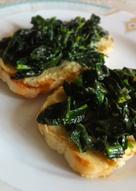 Crostini kale y garbanzos
