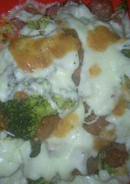 Brócoli con jamón y queso gratinado