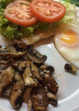 """""""Chivito"""" uruguayo al plato"""