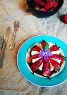 Mozzarella y fresas con sirope de anís estrellado