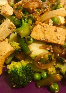 Salteado de verduras con tofu y sésamo