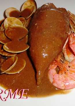 Calamares rellenos con almejas y gambas