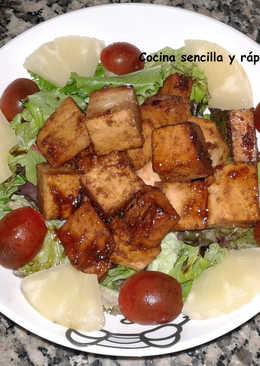 Ensalada templada con tofu marinado