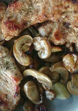 Filete de pechuga de pavo a la plancha con champiñones y ajicos