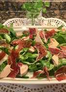 Ensalada de Canónigos, Foie y jamón ibérico. Sin gluten