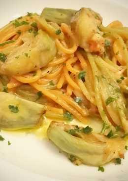Espaguetis tricolor con alcachofas