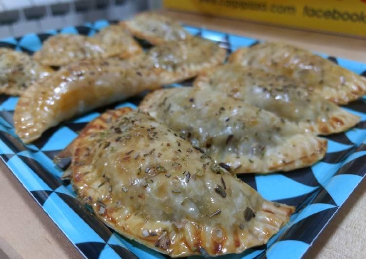 Empanadillas al horno de cebolla, champiñones y bacon ahumado