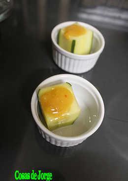 Vasitos cuadrados de pepino y salsa de mango